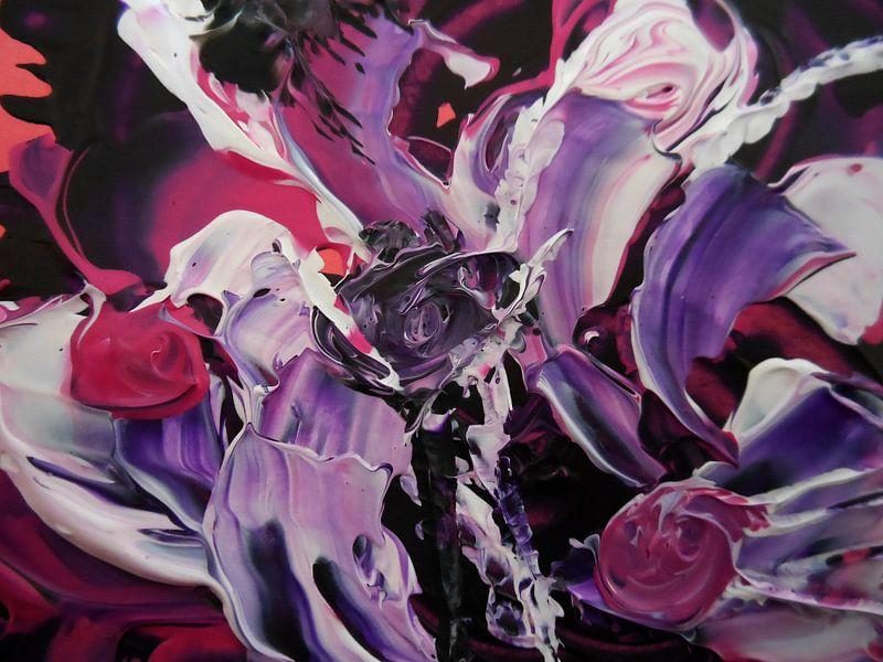 Purple Flowers van Irma Derix