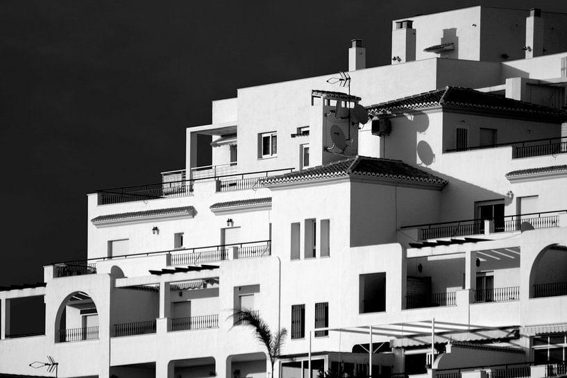 Witte huizen, Spanje (zwart-wit) van Rob Blok