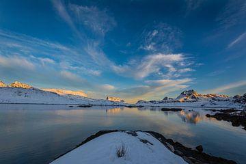 Sonnenuntergang Fjord Lofoten von Maik Richter