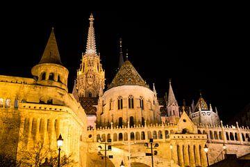 Burchtheuvel Boedapest in de avond von Willem Vernes