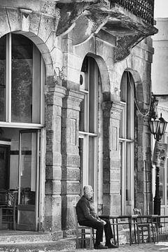 alter Mann auf der Straße von gj heinhuis