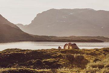 Kamperen aan de Stavatn in Noorwegen, bij de Telemark en uitzicht op Hordaland van Wouter Loeve