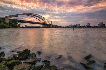 Brienenoordbrug bij zonsondergang van Ilya Korzelius