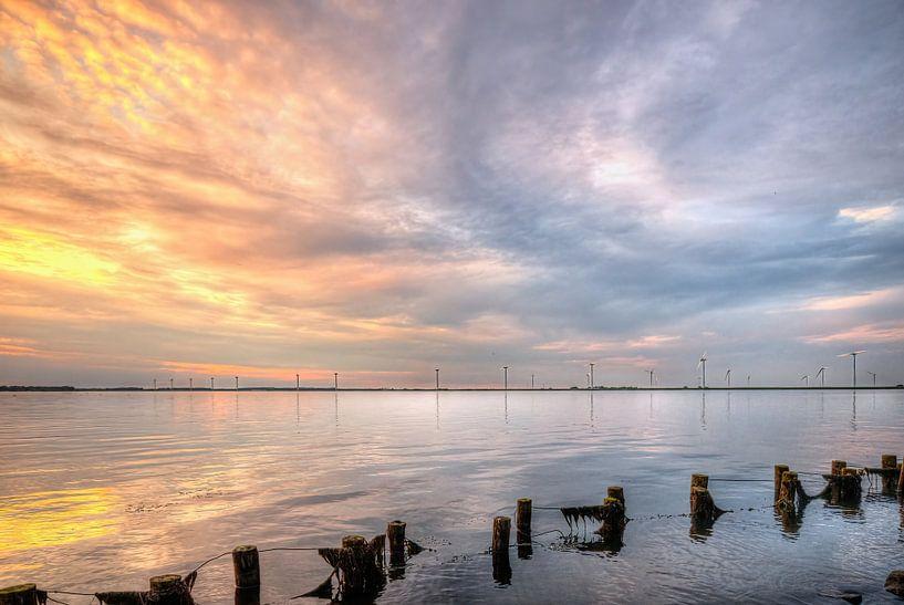 Zonsondergang Eemmeer bij Spakenburg van Watze D. de Haan