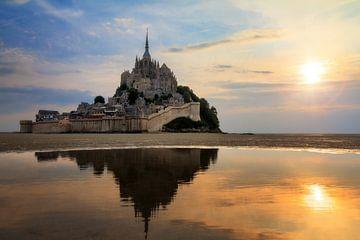 L Mont Saint-Michel Sonnenuntergangs sur Dennis van de Water