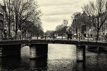 Grachten von Amsterdam 04 (Schwarz-Weiss) von Manuel Declerck