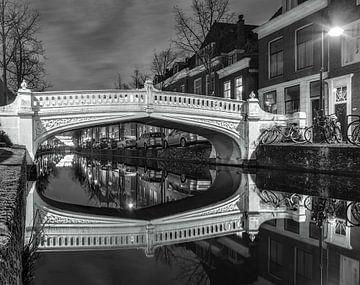 Delft Visbrug zwart-wit van Rien van Bodegom