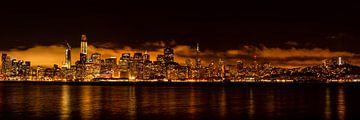 Panorama van de skyline van San Francisco met weerspiegeling in de baai bij nacht van Dieter Walther
