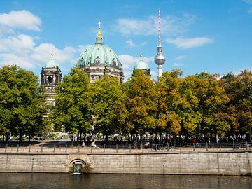Berliner Dom en de Fernsehturm van Jeroen Götz