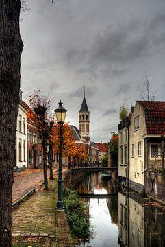 Langegracht mit Ellenbogenkirche im historischen Amersfoort von Watze D. de Haan