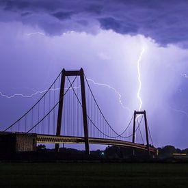Lightning above Emmerich von Freek van den Driesschen
