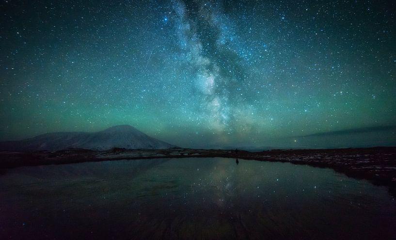 Tolbachik Milky Way van Tomas van der Weijden