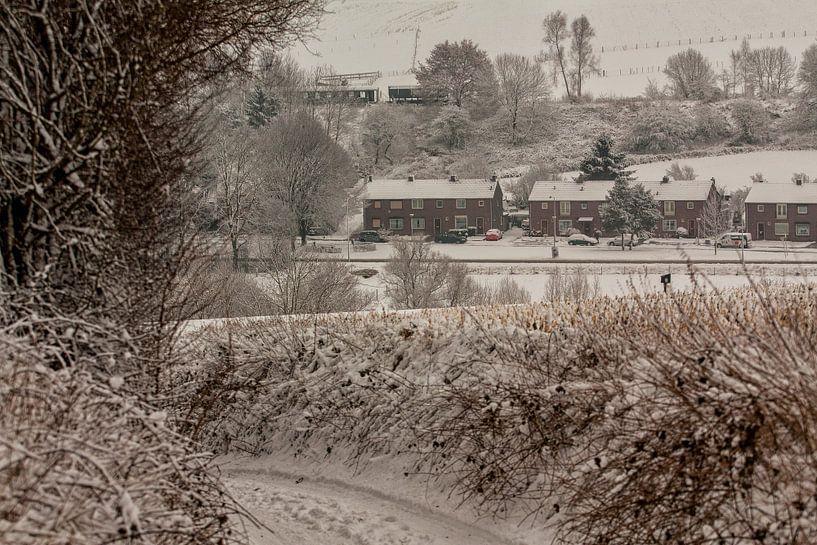 Bulkemstraat Simpelveld in de sneeuw van John Kreukniet