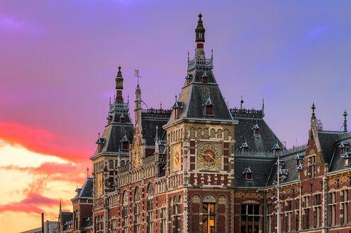 Amsterdam CS zonsondergang van Dennis van de Water