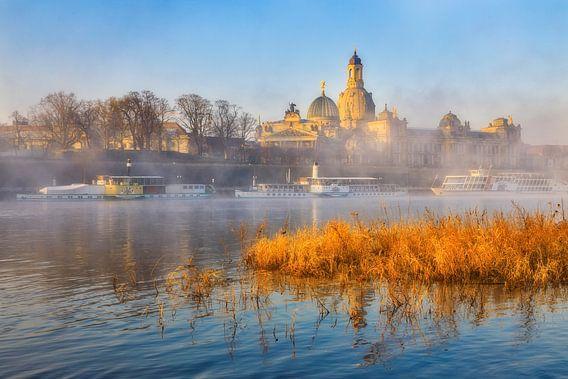 Elbe und Frauenkirche im Nebel von Daniela Beyer