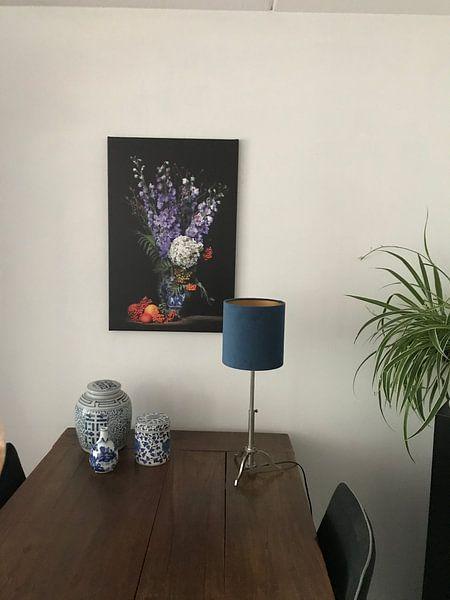 Klantfoto: So Dutch stilleven met Delfts blauwe vaas en ridderspoor van Saskia Dingemans, op canvas