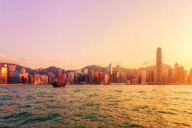 Red Boat in Hong Kong van Cho Tang