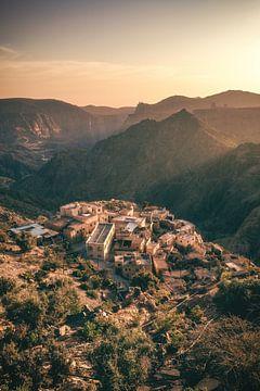 Jebel Akhdar im Oman mit Dorf zum Sonnenuntergang