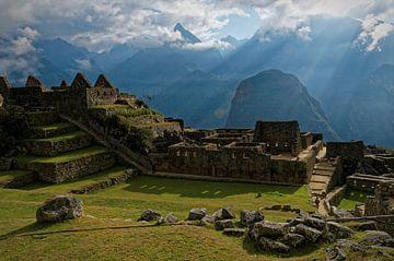 Machu Picchu opkomende zon van Max van Oppenraaij