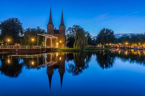 Blauwe uur bij Oostpoort in Delft  van