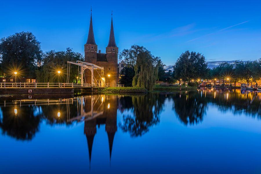 Blauwe uur bij Oostpoort in Delft