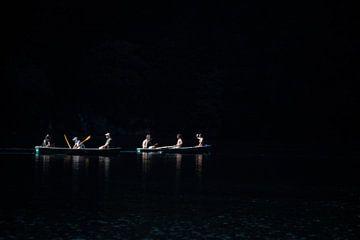 Paddeln durch die Dunkelheit von Hugo Braun