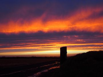 Sonnenuntergang in Island von Nicky Langeslag