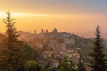 Bergamo bij zonsopgang van Robin Oelschlegel