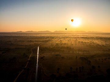 De Magische Zonsopkomst van Bagan van Rik Pijnenburg