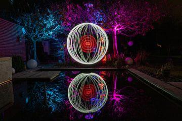 Lichtmalerei mit bunt beleuchteten Bäumen von Reiner Conrad