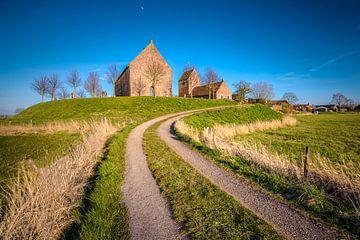 Kirche auf dem Hügel von Ezinge von Fotografiecor .nl