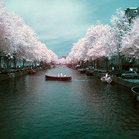 De Amsterdamse Keizersgracht in infrarood 720NM van Arno van der Poel
