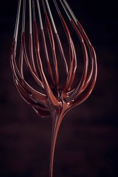 SF12468512 Chocolat liquide dégoulinant d'un fouet sur BeeldigBeeld Food & Lifestyle