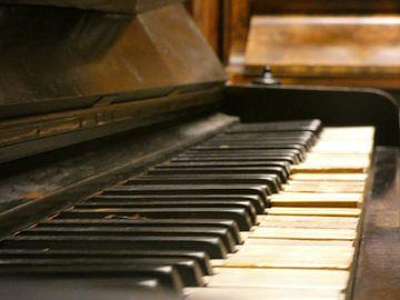 Klavieren van een piano van Wilbert Van Veldhuizen