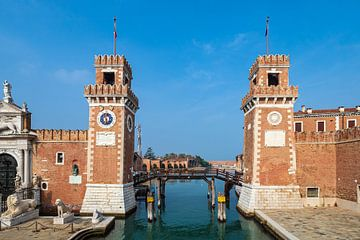 Historische gebouwen in de oude stad van Venetië in Italië van Rico Ködder