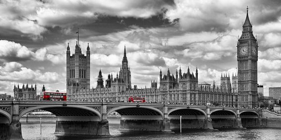 LONDON River Thames & Red Buses on Westminster Bridge