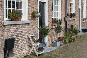 Fassaden des historischen Beginenhofes von Breda aus nächster Nähe von Ruud Morijn