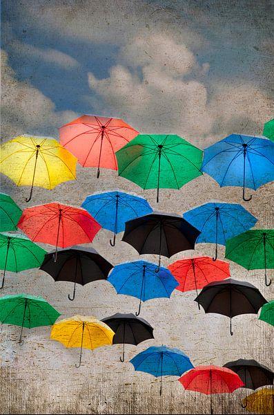 des parapluies dans le ciel sur Ariadna de Raadt-Goldberg