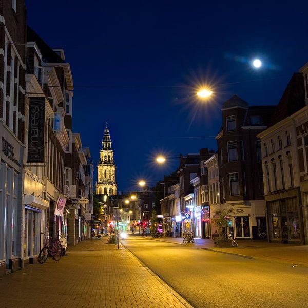Nieuwe Ebbinge & Martinitoren bij nacht van Iconisch Groningen