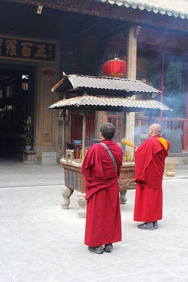 Boeddhistische monniken branden wierook,  China
