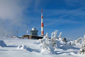 Winter auf dem Brocken (Harz) mit Blick auf Brockenbahnhof und Brockenhaus von t.ART