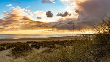 Maasvlakte strand en duinen zonsondergang van Marjolein van Middelkoop