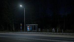 Buswartehäuschen bei Nacht