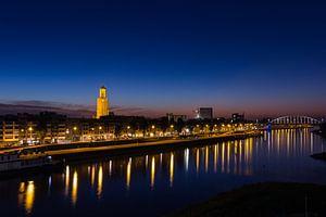 Skyline Arnhem bij zonsopkomst van