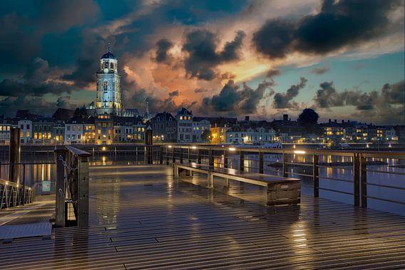 Deventer Stadsgezicht bij nacht van Peter Bolman
