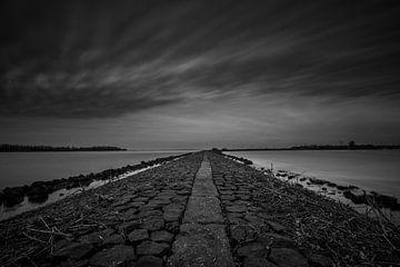 Donkere wolken boven het Ketelmeer van Dennie Jolink