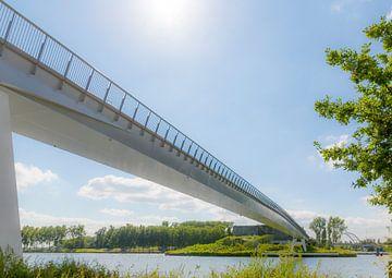 Fietsbrug naar de Plofsluis van Arend Bloemink