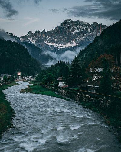River mountain flow van
