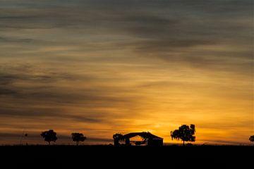 Zonsondergang outback Australië van Arne Hendriks