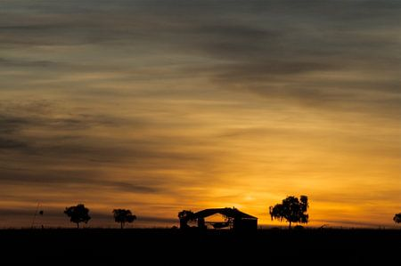 Zonsondergang outback Australië